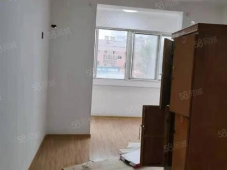 绿洲湾花园3室l厅一厨一卫